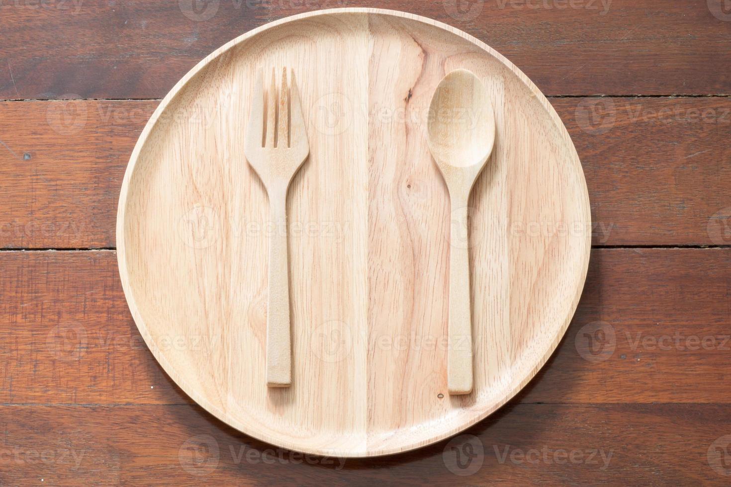 piatto di legno vuoto foto