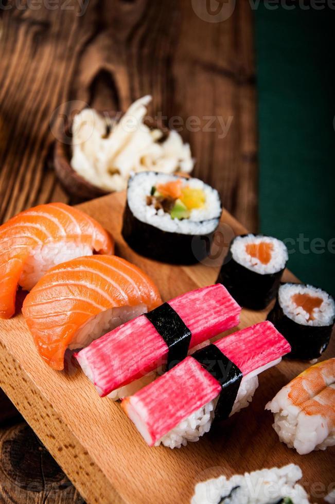 insieme giapponese saporito dei sushi foto