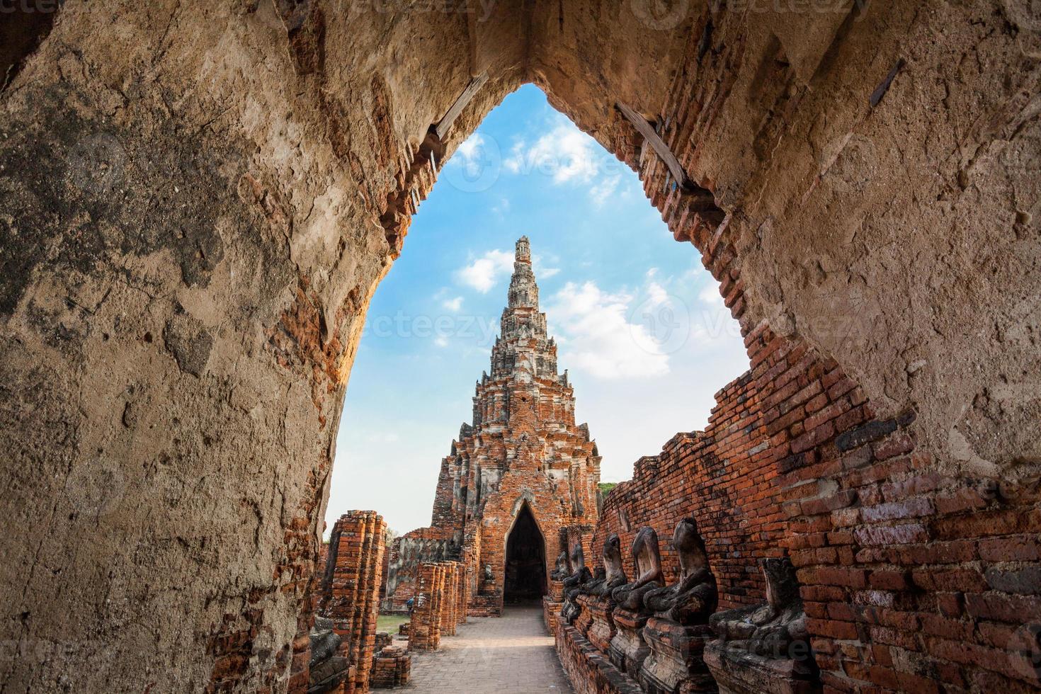 tempio di pagoda e stupa nella città antica foto