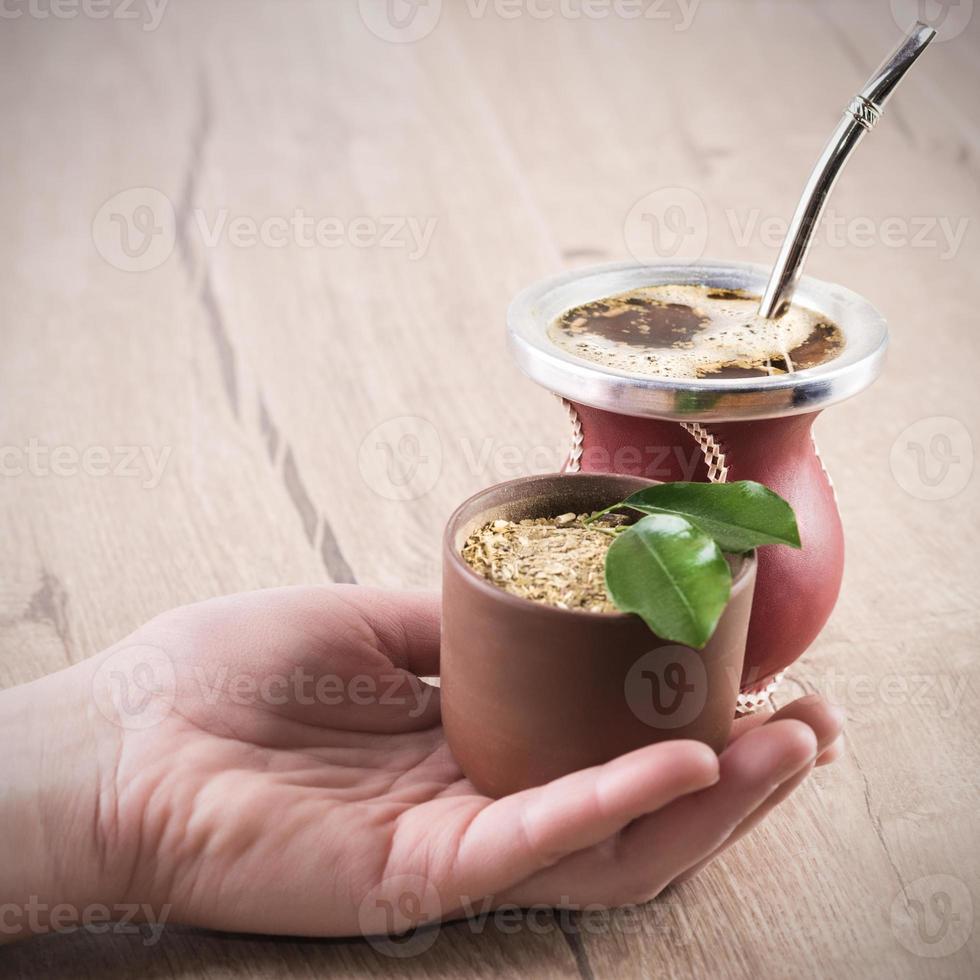 yerba mate in una zucca zucca tradizionale foto
