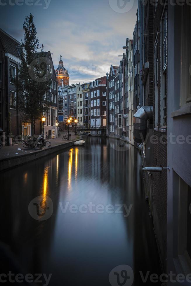 canale di amsterdam, la mattina presto foto