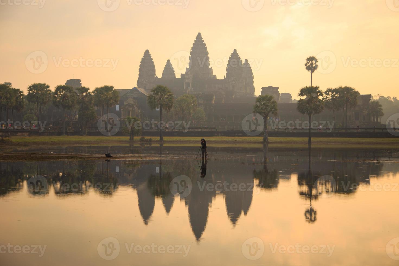 Angkor Wat all'alba, in Cambogia foto