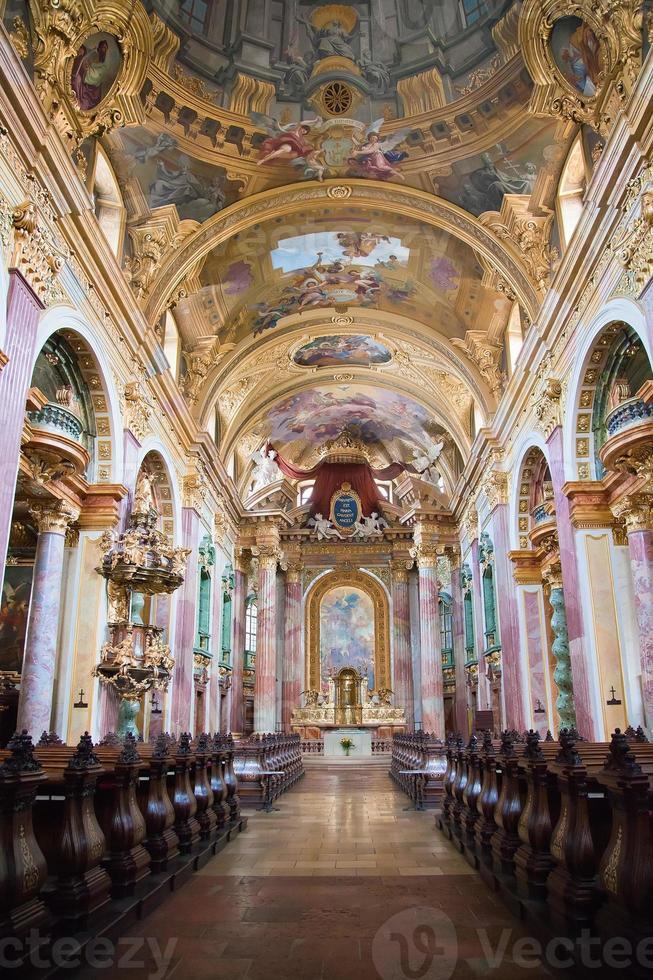 interno della chiesa di Gesù, vienna foto