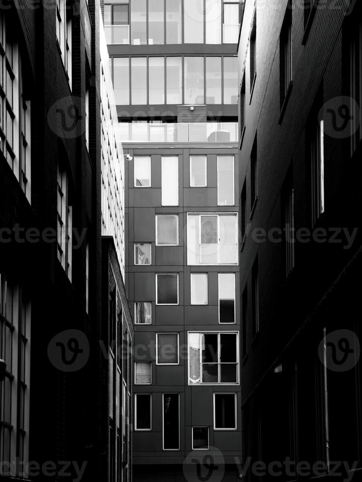 vicolo tra edifici foto
