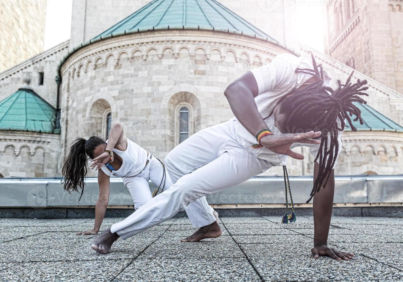 coppia giovane capoeira partnership, sport spettacolare foto