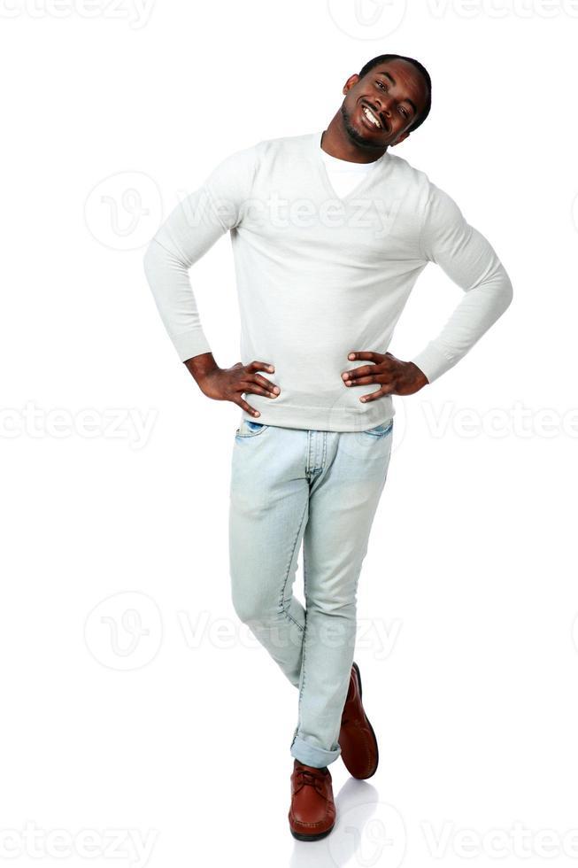 ritratto integrale di un uomo africano felice foto