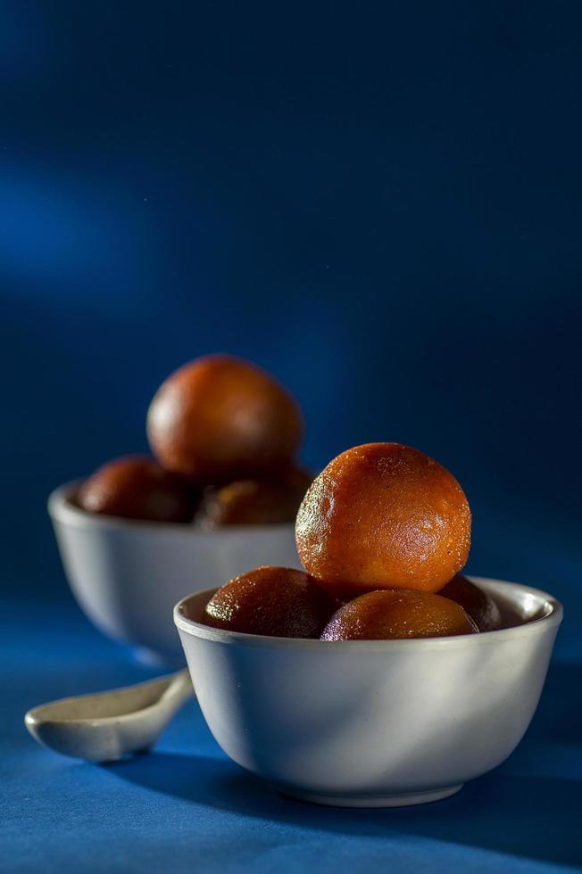 dessert indiano gulab jamun foto
