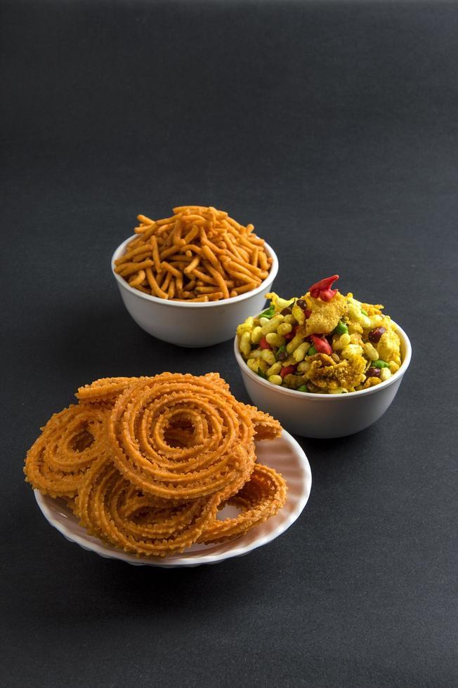 cibo indiano diwali su sfondo neutro foto
