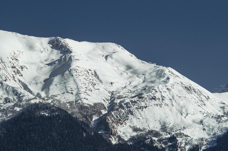 bordo di una montagna del Caucaso in krasnaya polyana, russia foto