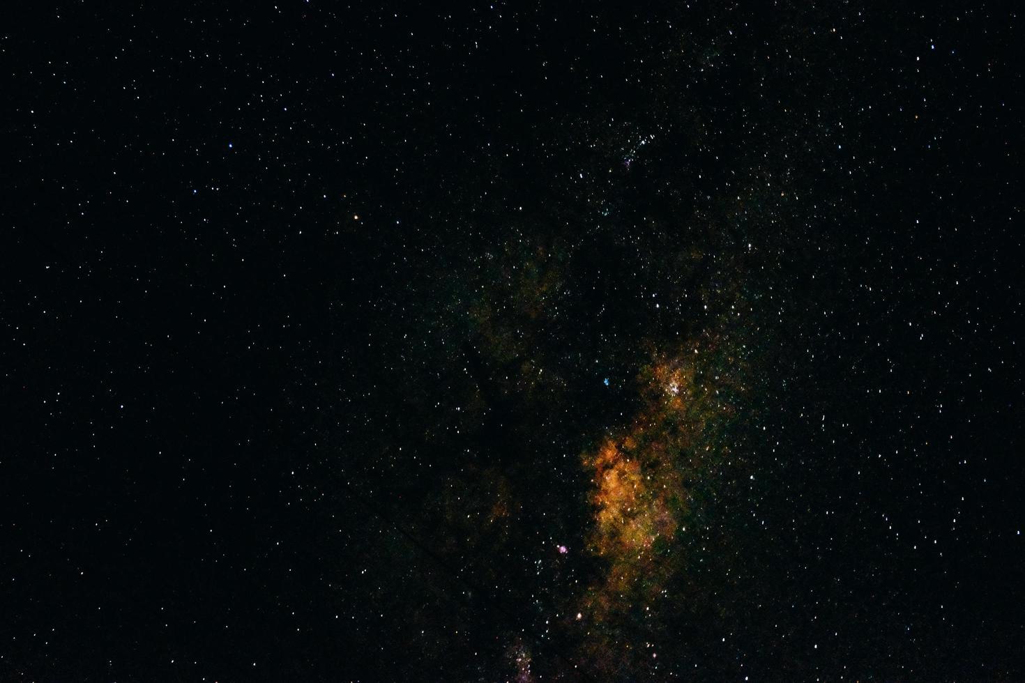 cielo notturno con stelle e galassia foto