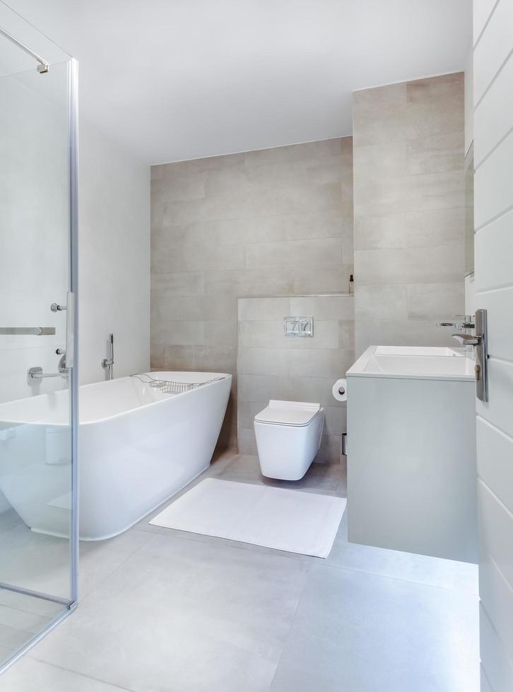 interno del bagno moderno foto