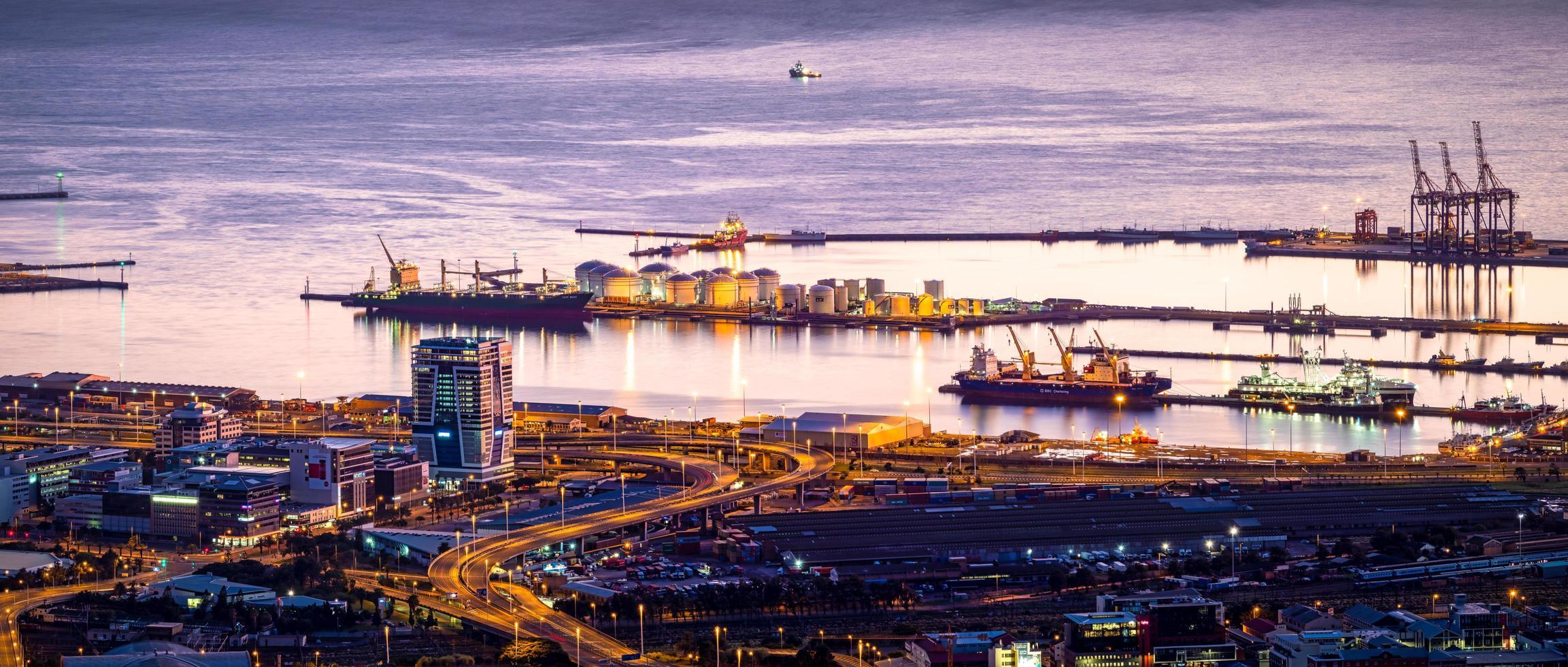 vista a volo d'uccello della città dalla baia foto