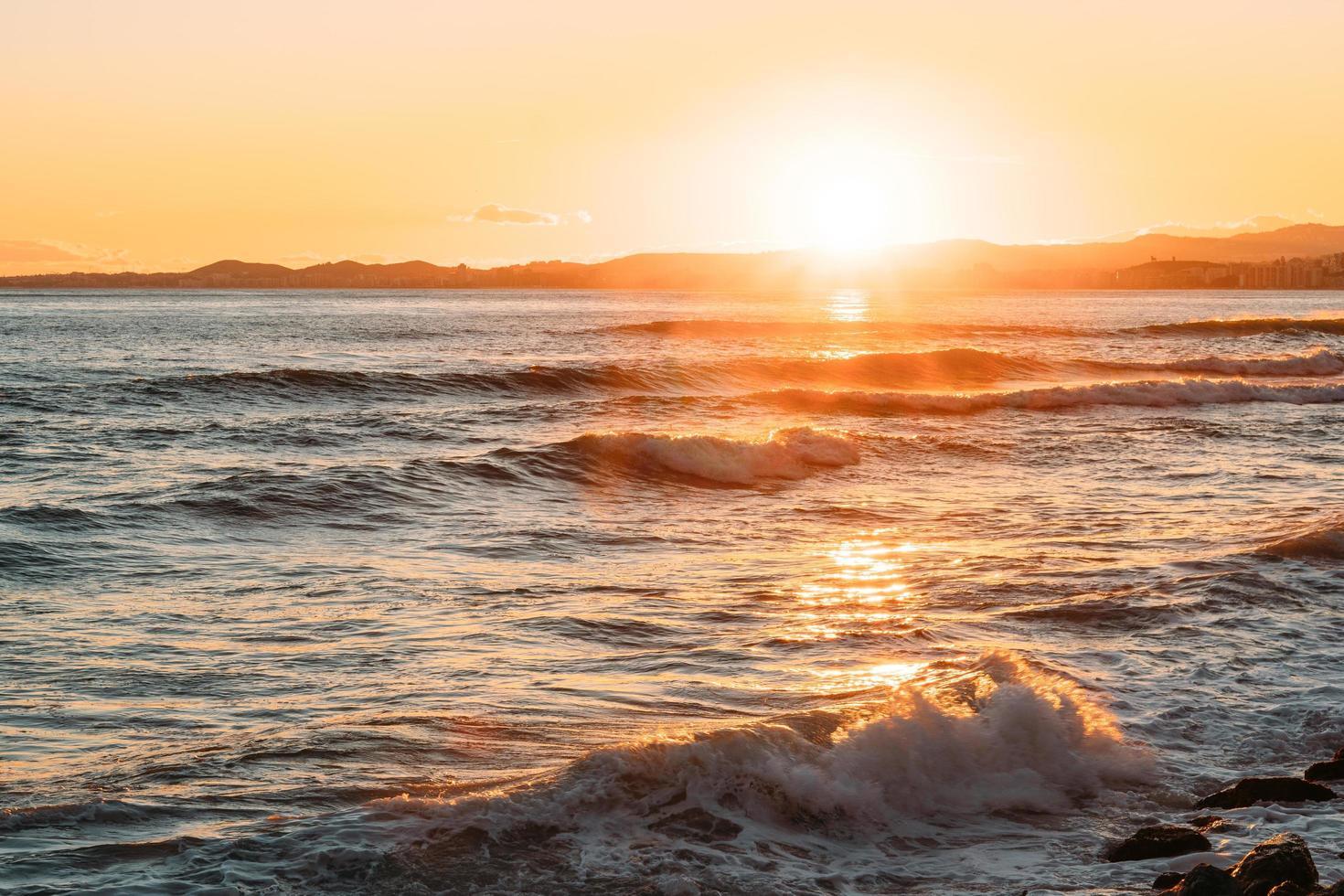 ora d'oro sulla spiaggia foto