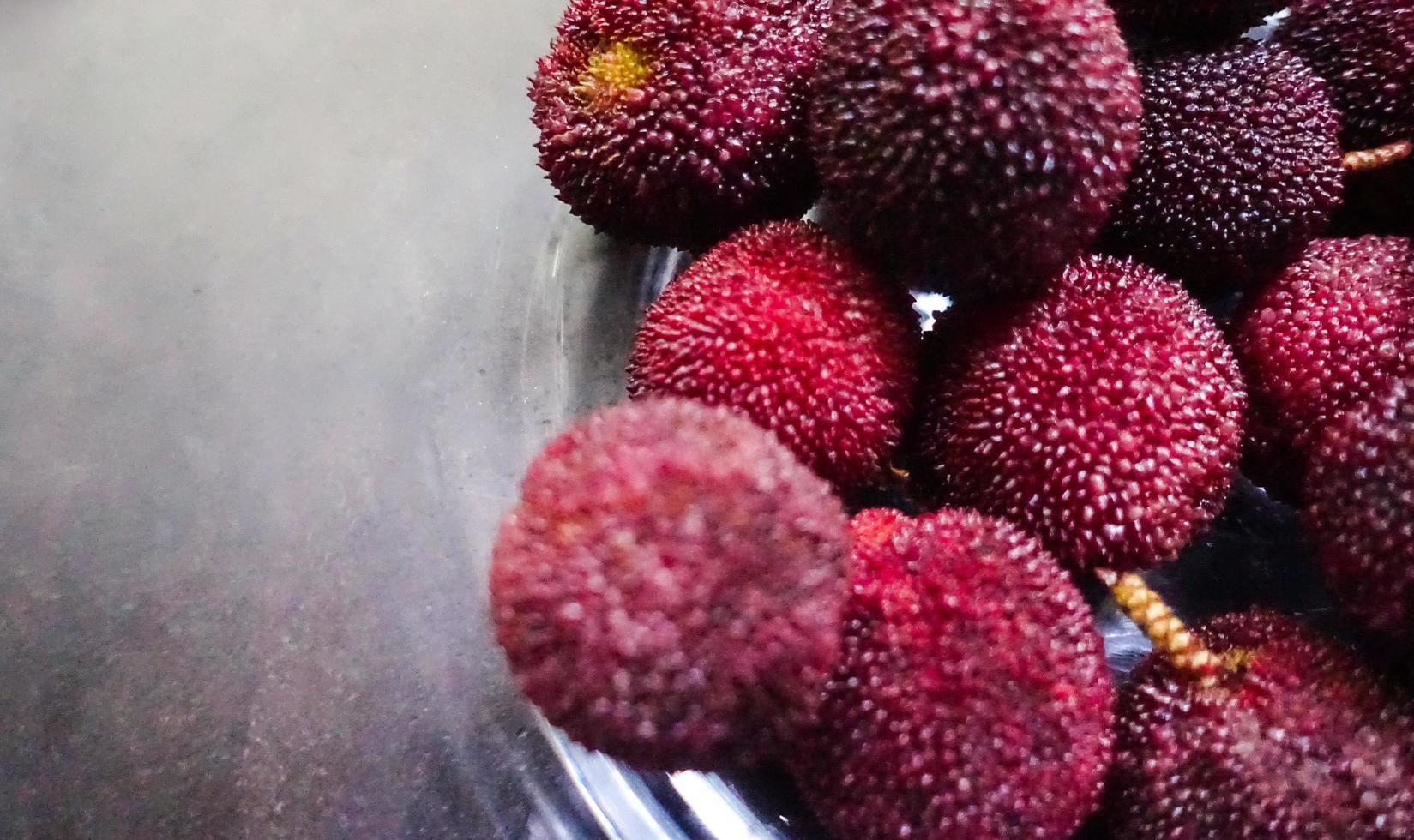 primo piano di un gruppo di bayberries cinesi foto