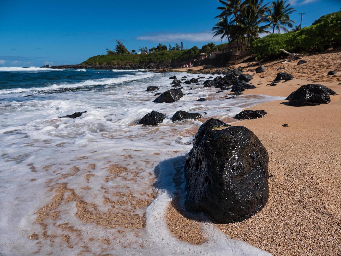 rocce in riva al mare foto