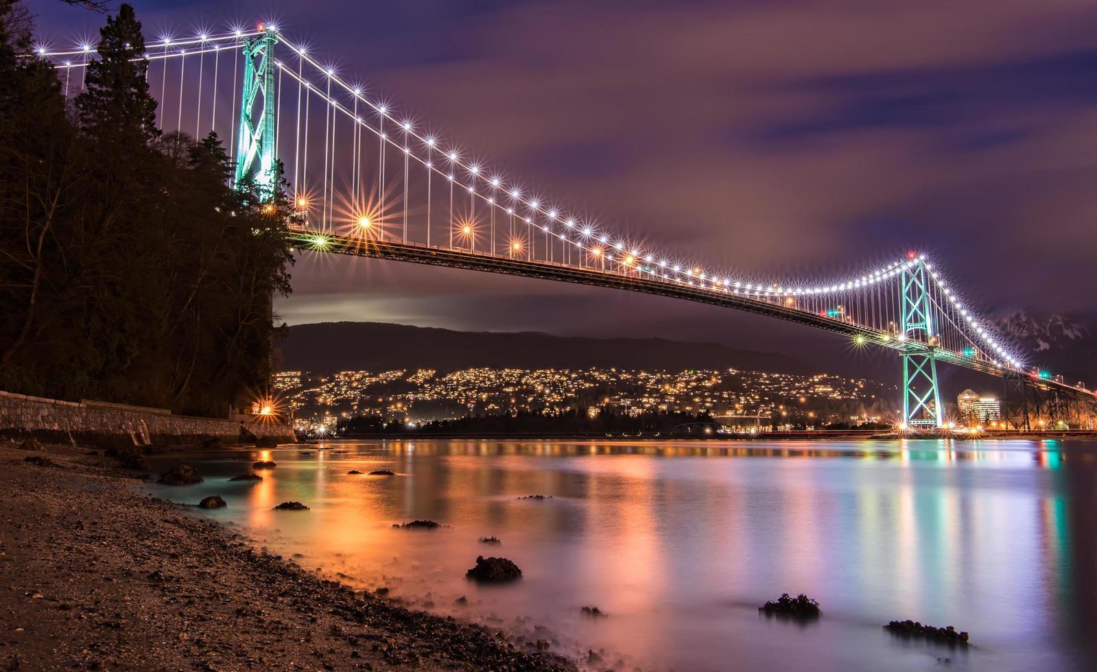 lunga esposizione del ponte del cancello dei leoni foto