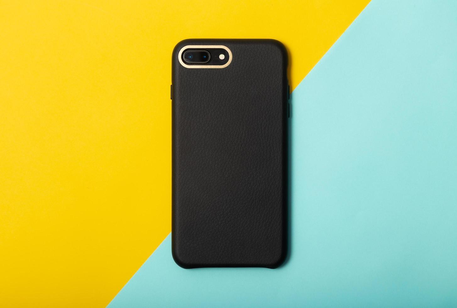 smartphone nero su sfondo blu giallo foto