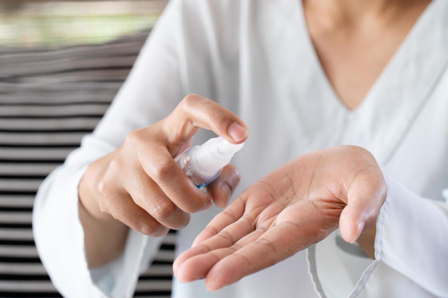 spray igienizzante mani foto