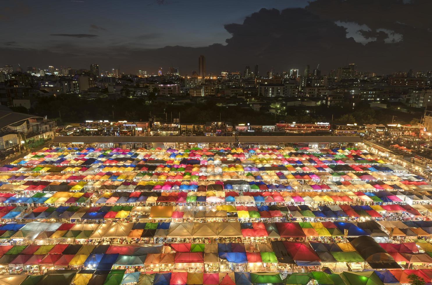 Mercato notturno di Rathcada di notte foto