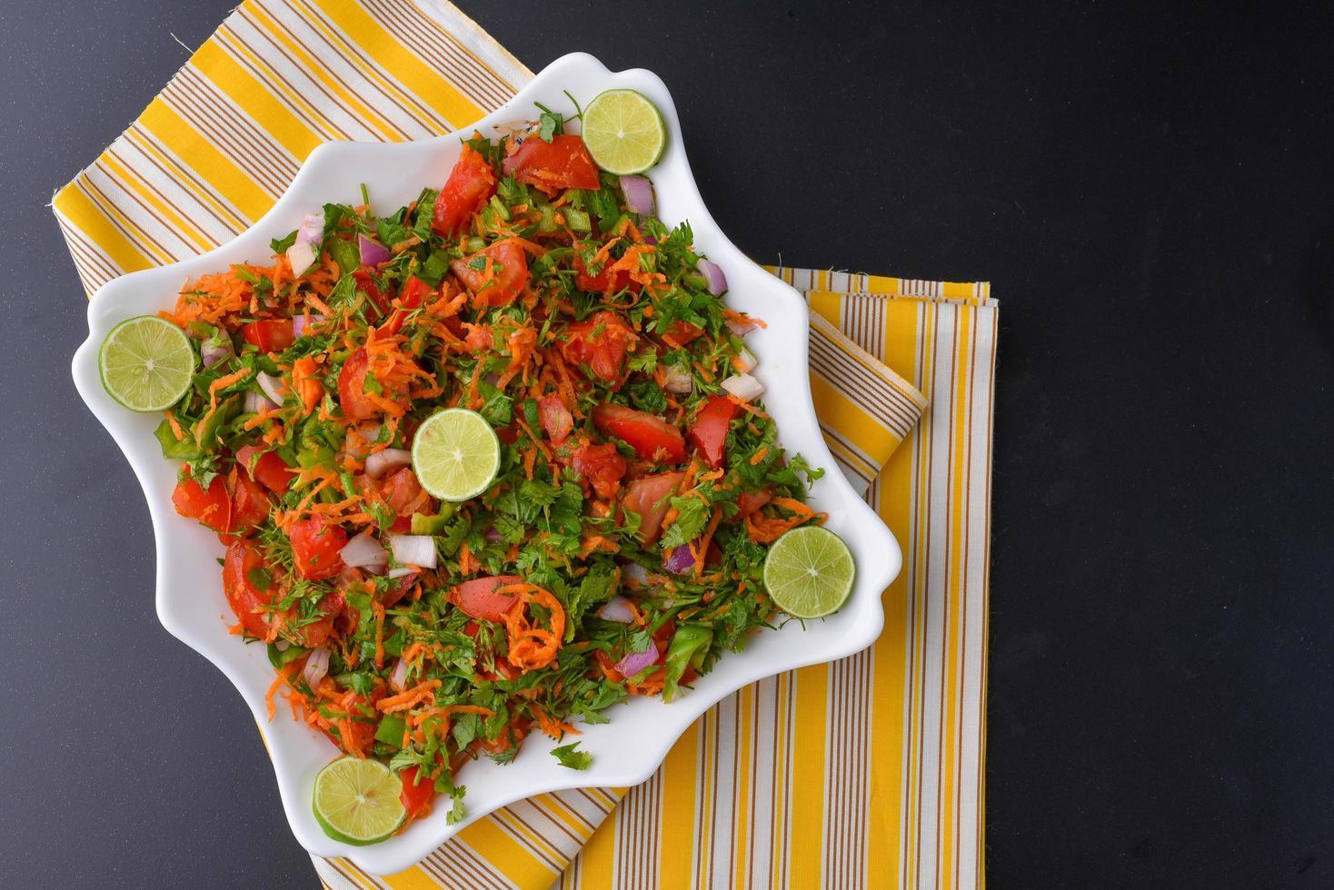 insalata fresca con verdure foto