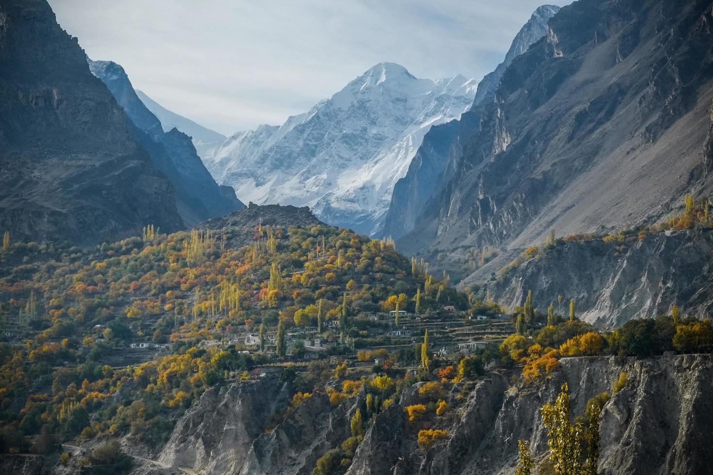 catena montuosa del Karakoram nella valle di Nagar, Pakistan foto