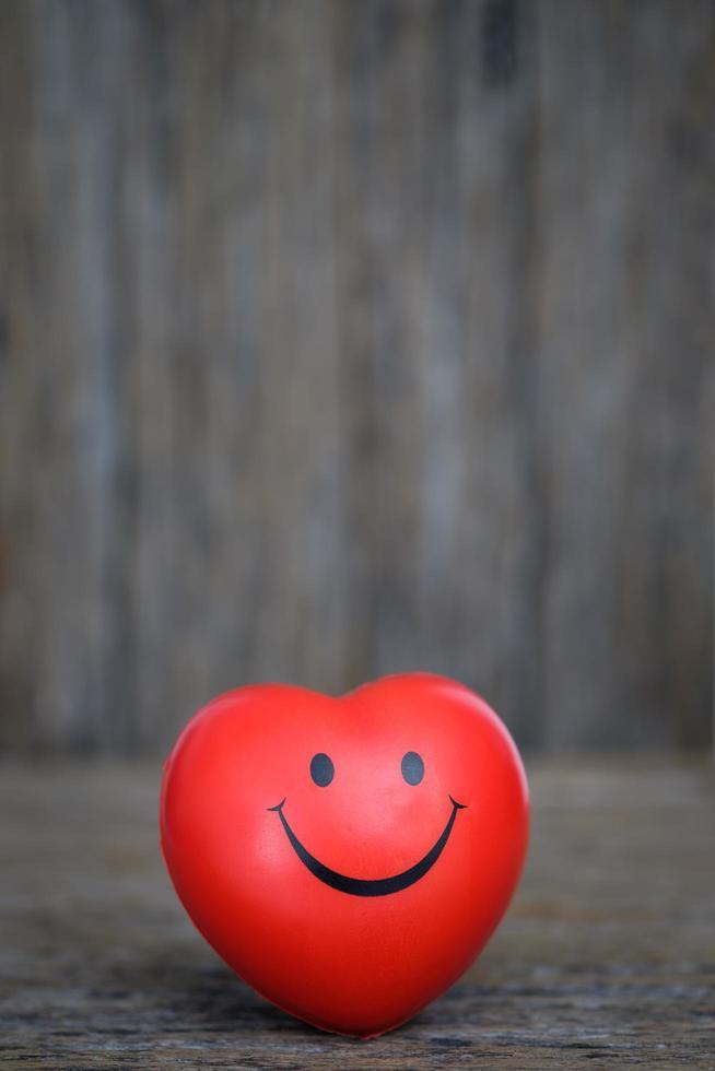 palla di gomma a forma di cuore foto