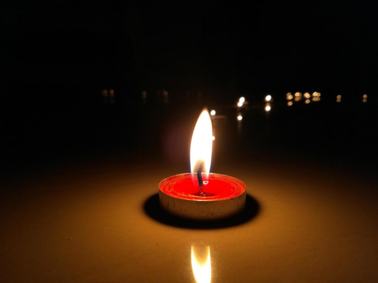 piccola candela rossa foto