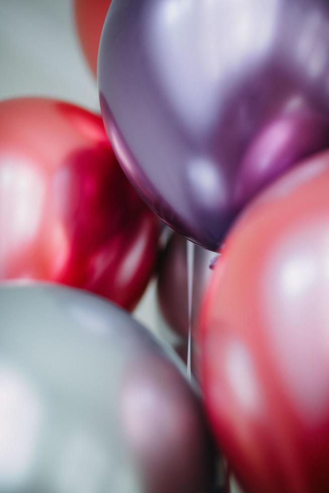 primo piano di palloncini colorati foto