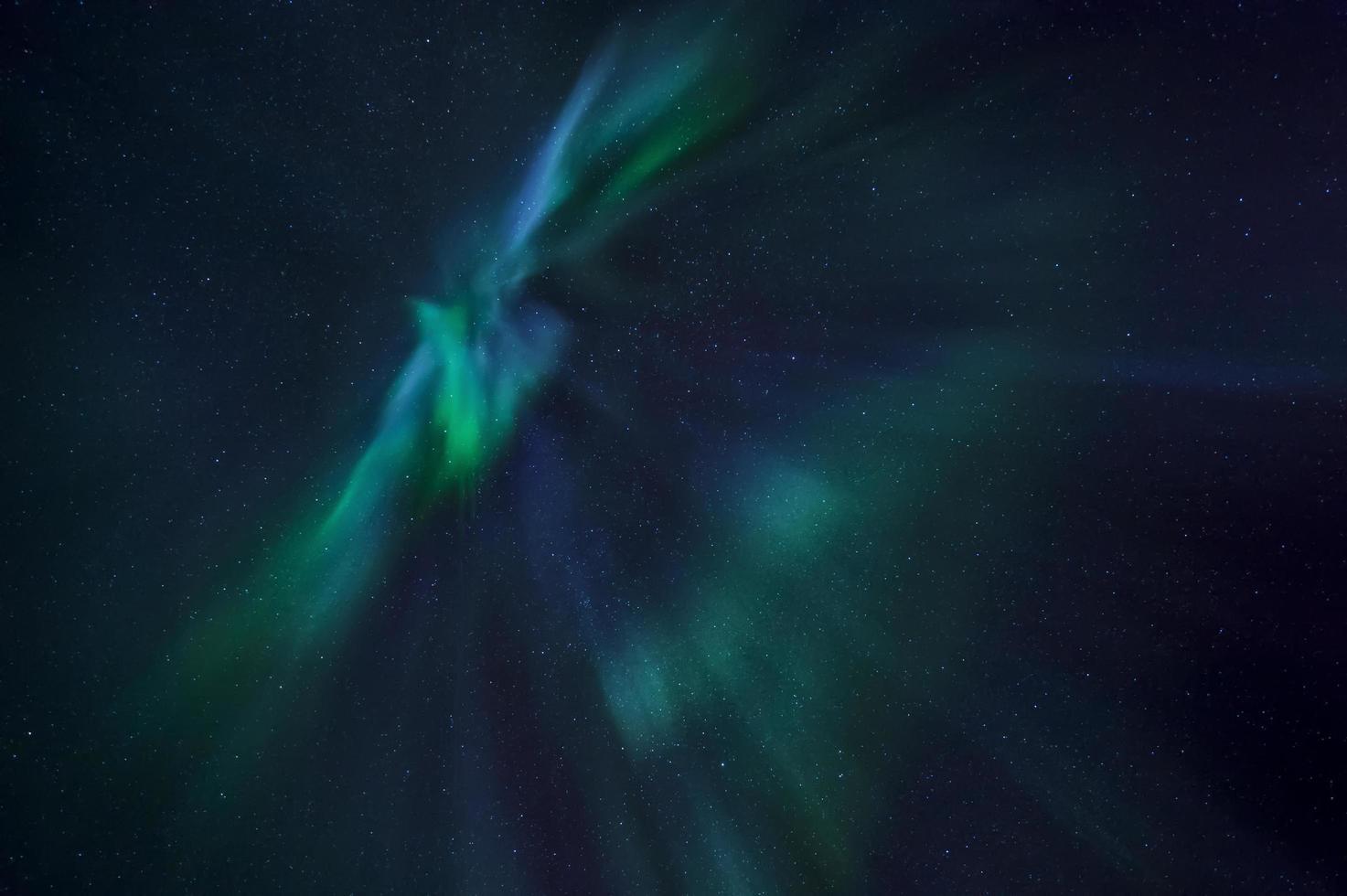 Aurora boreale luci nel cielo notturno foto