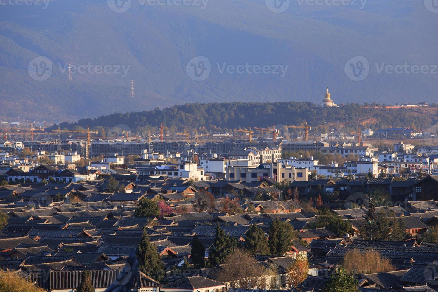 vista dall'alto della città vecchia di lijiang. foto