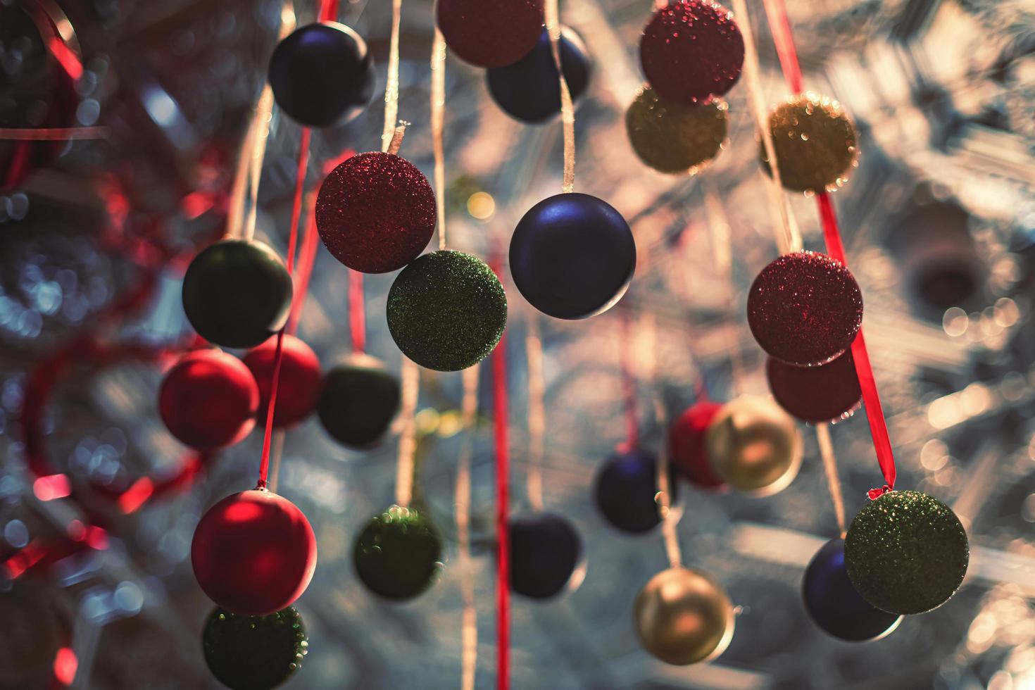 ornamenti natalizi colorati foto