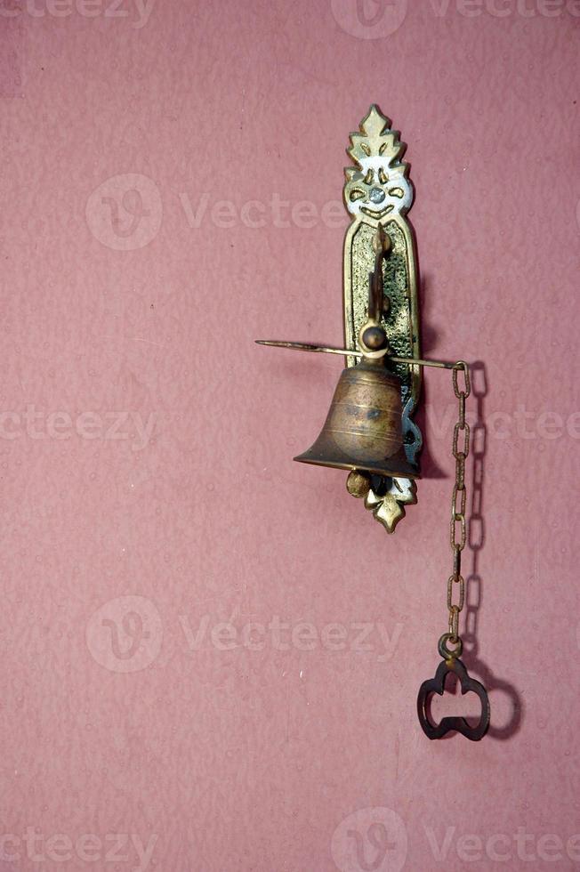 campanello in metallo antico foto