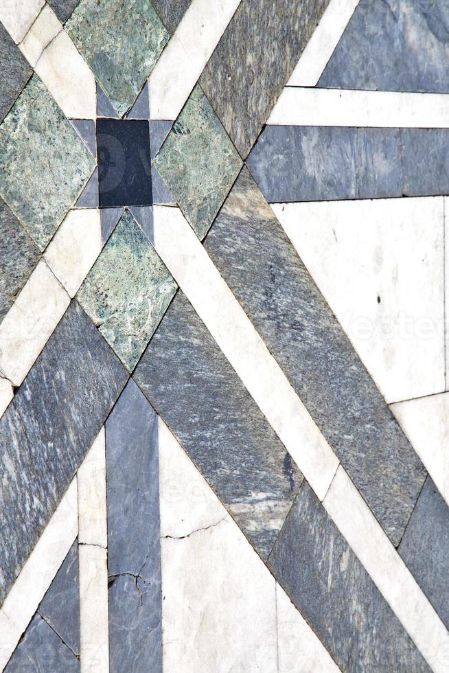 busto arsizio lombardia di una chiesa e marmo foto