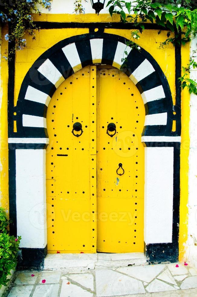porta araba gialla foto