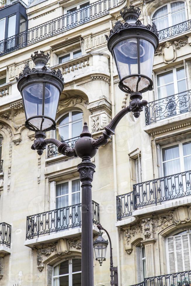 lampione retrò metallico a parigi, francia foto