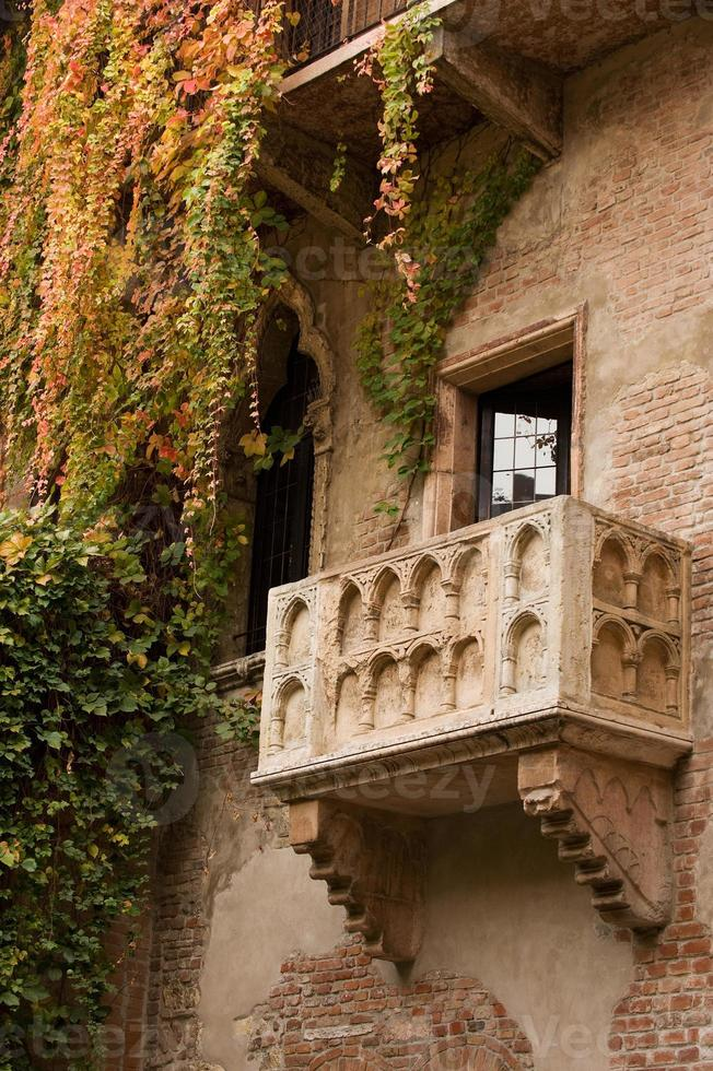il balcone di Giulietta con l'edera che scende foto