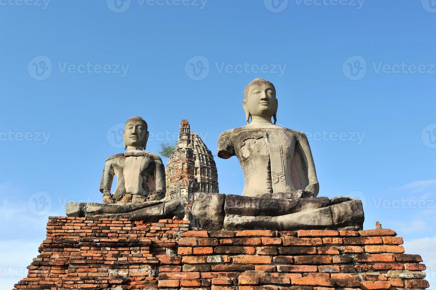 immagine del buddha al wat chai wattanaram foto