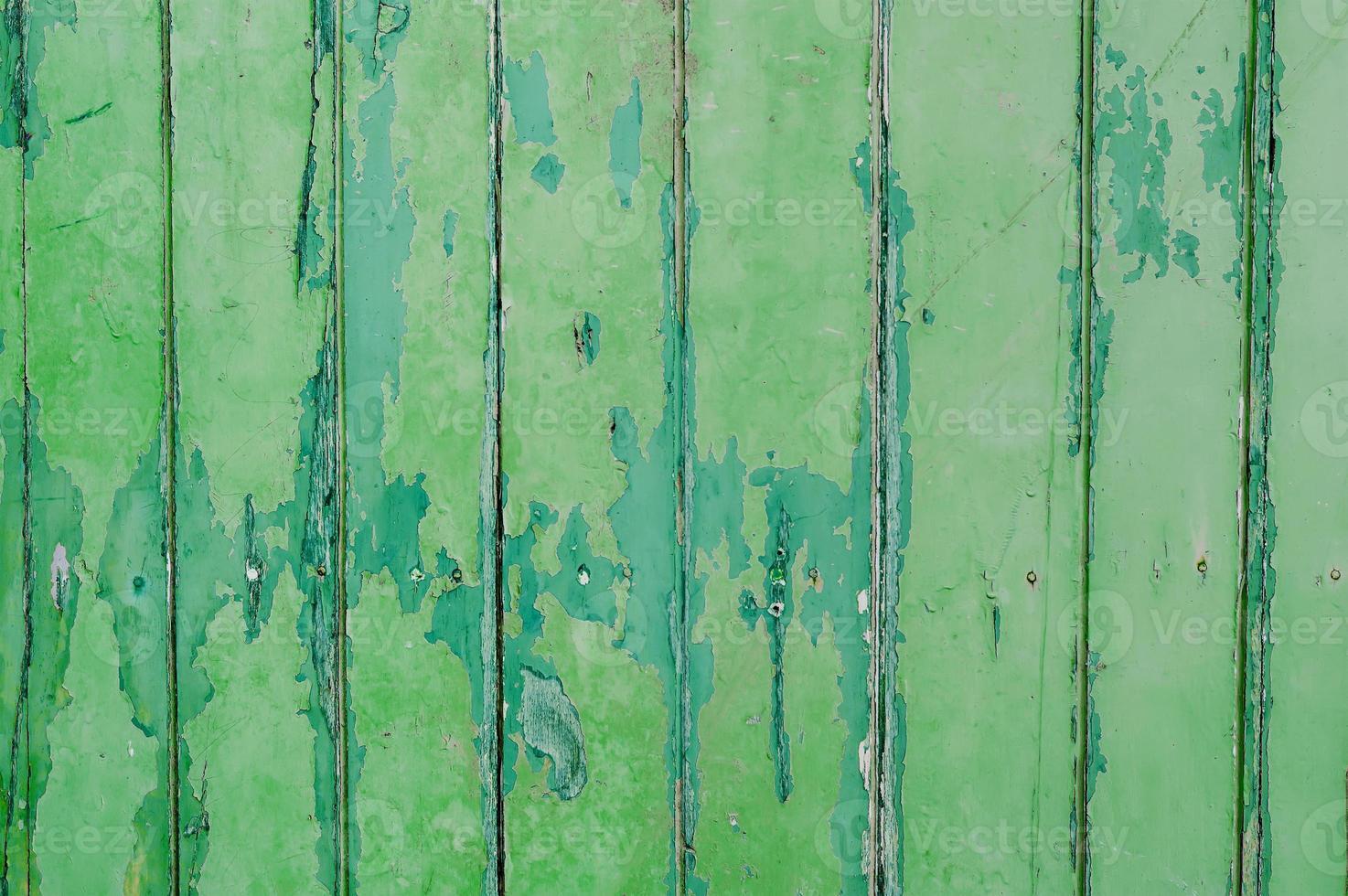 parete in legno verde vernice scrostata foto