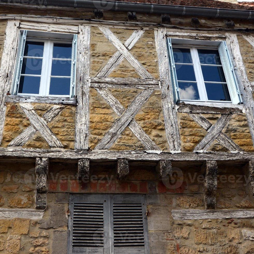 facciata della casa vecchia città di gourdon foto