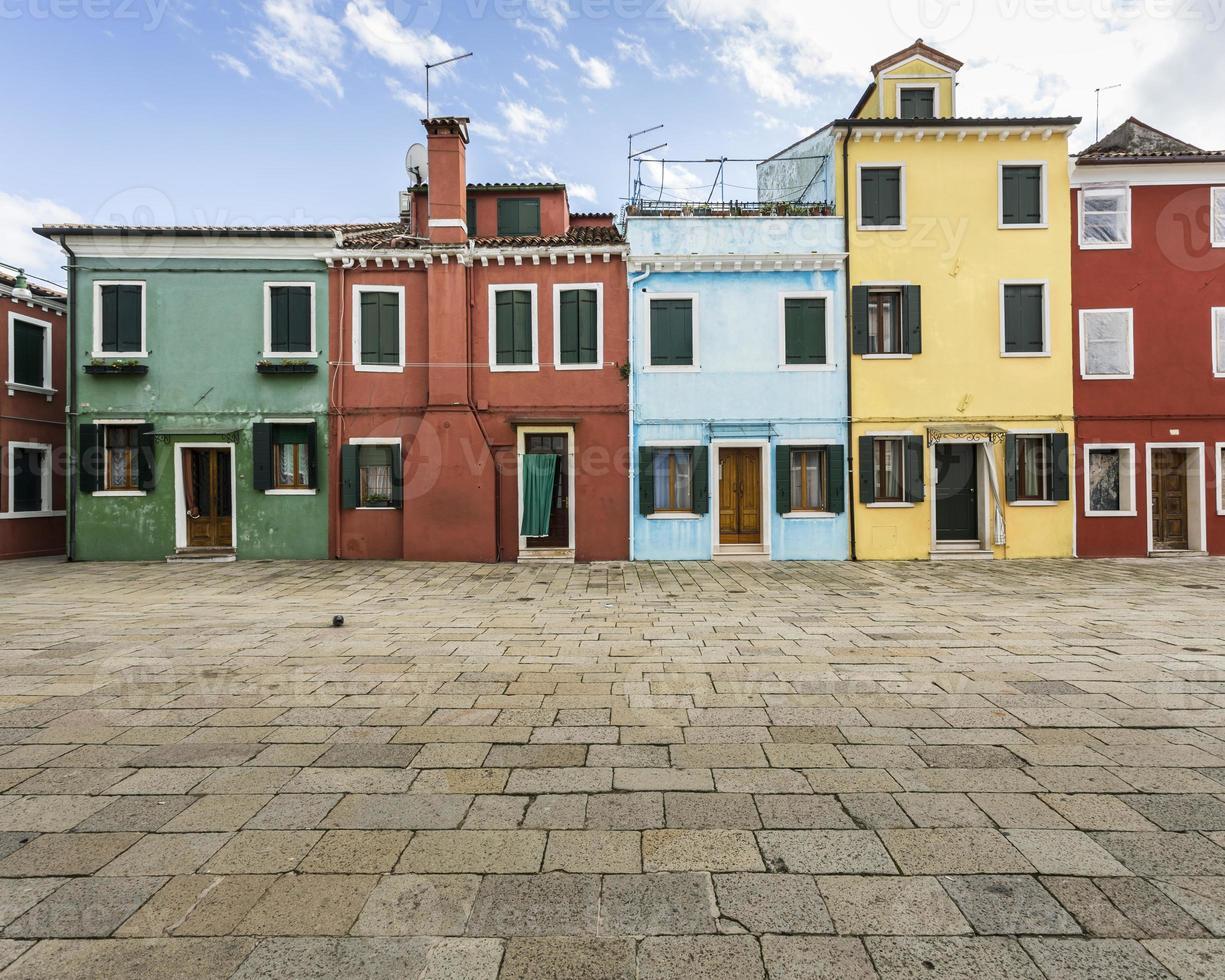 case colorate - burano, italia foto
