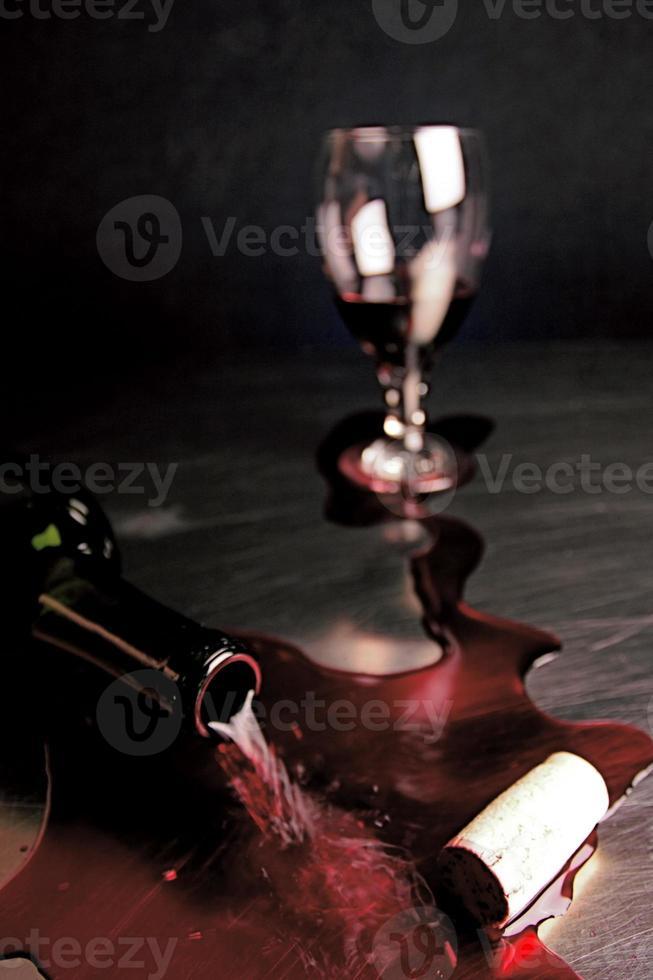 vino versato foto