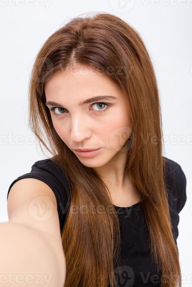 attraente naturale giovane femmina rendendo selfie foto