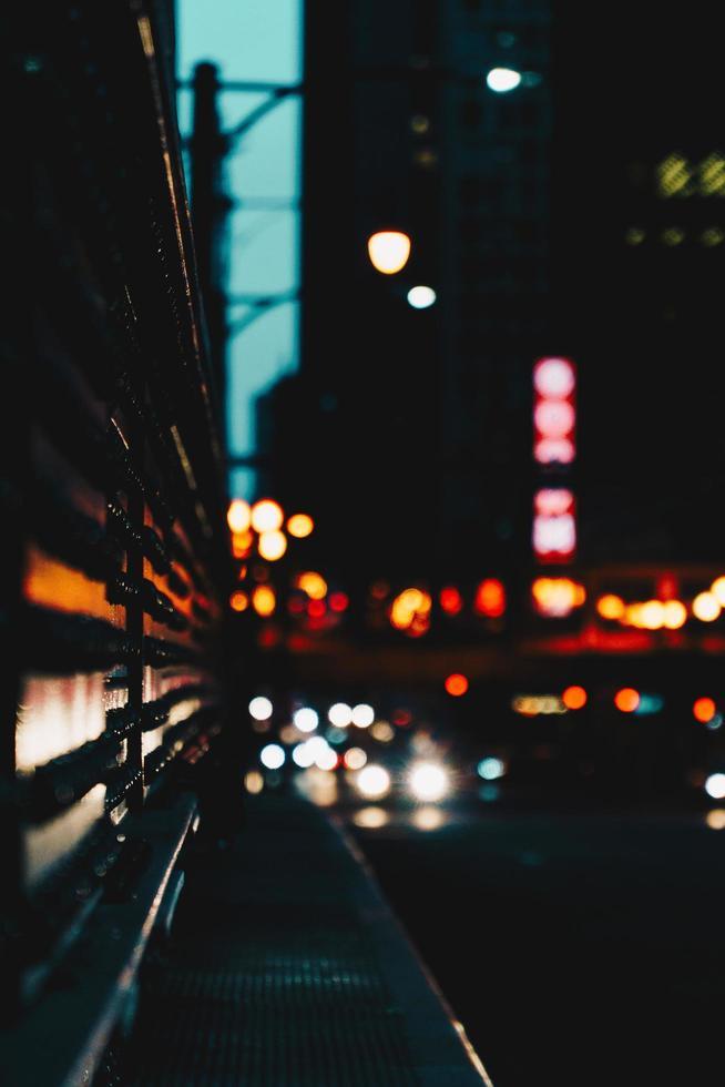 edifici della città di notte foto