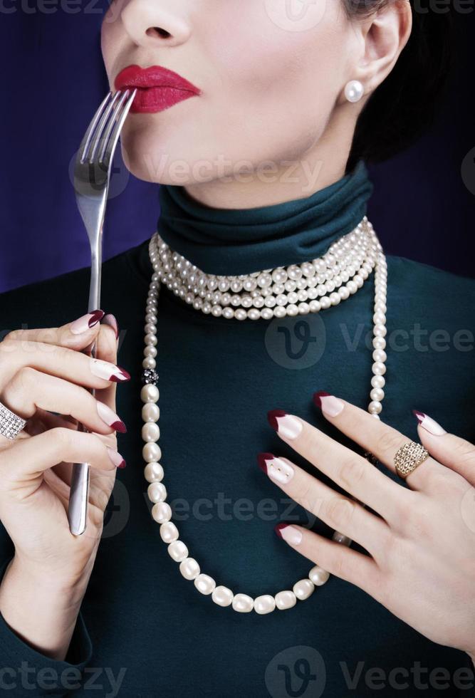 bella donna che assaggia la vita ... foto