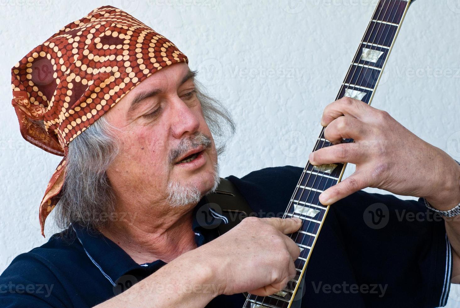 chitarrista bandana foto