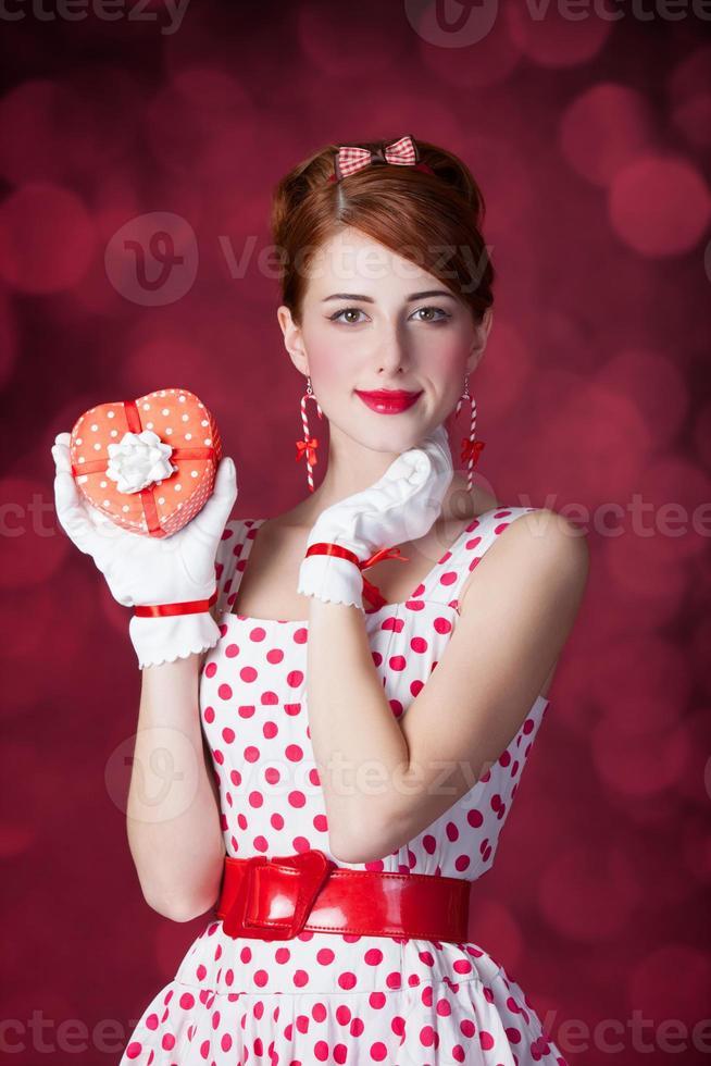 belle donne rosse con regalo. foto