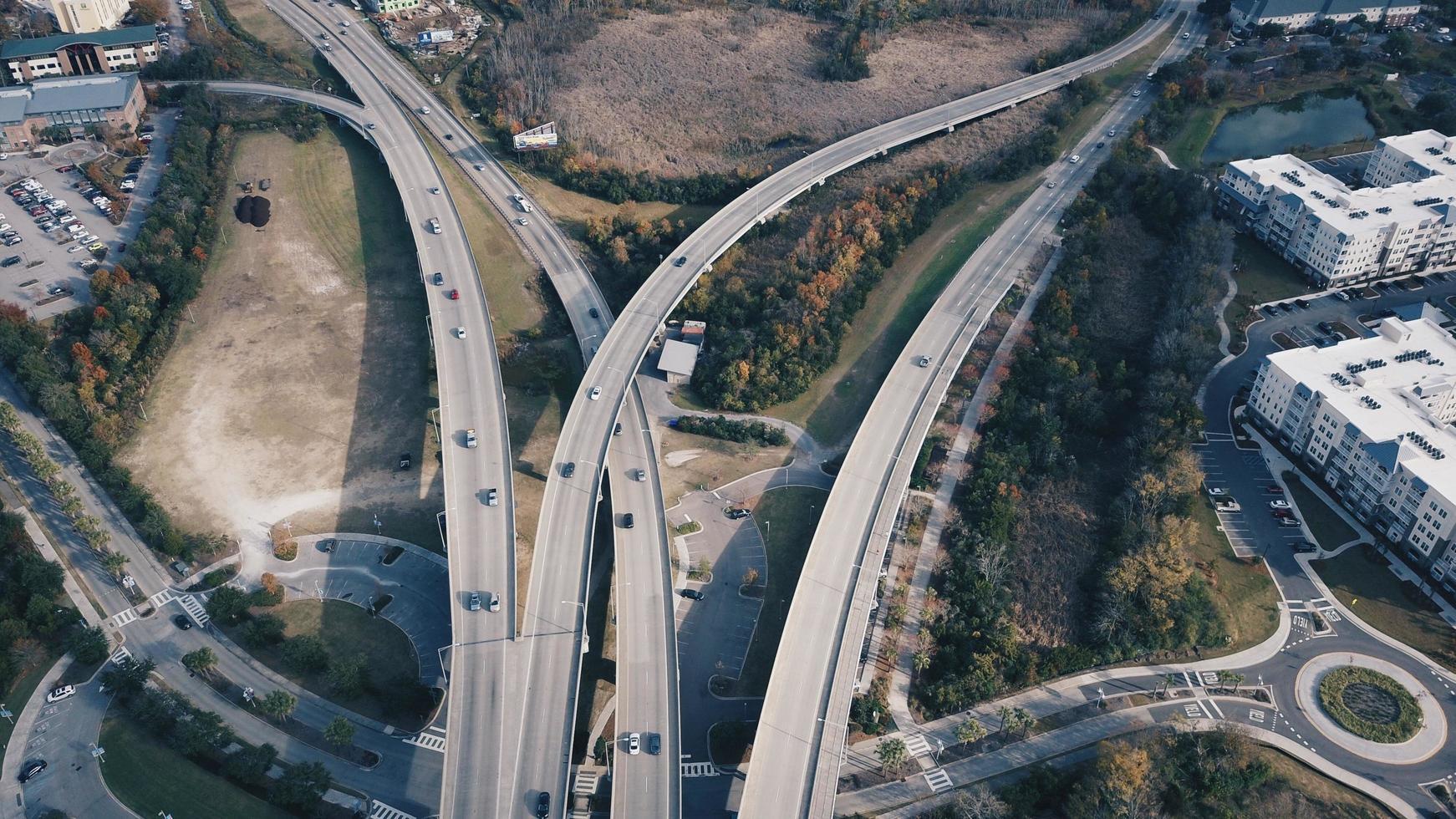 traffico su strade in cemento foto