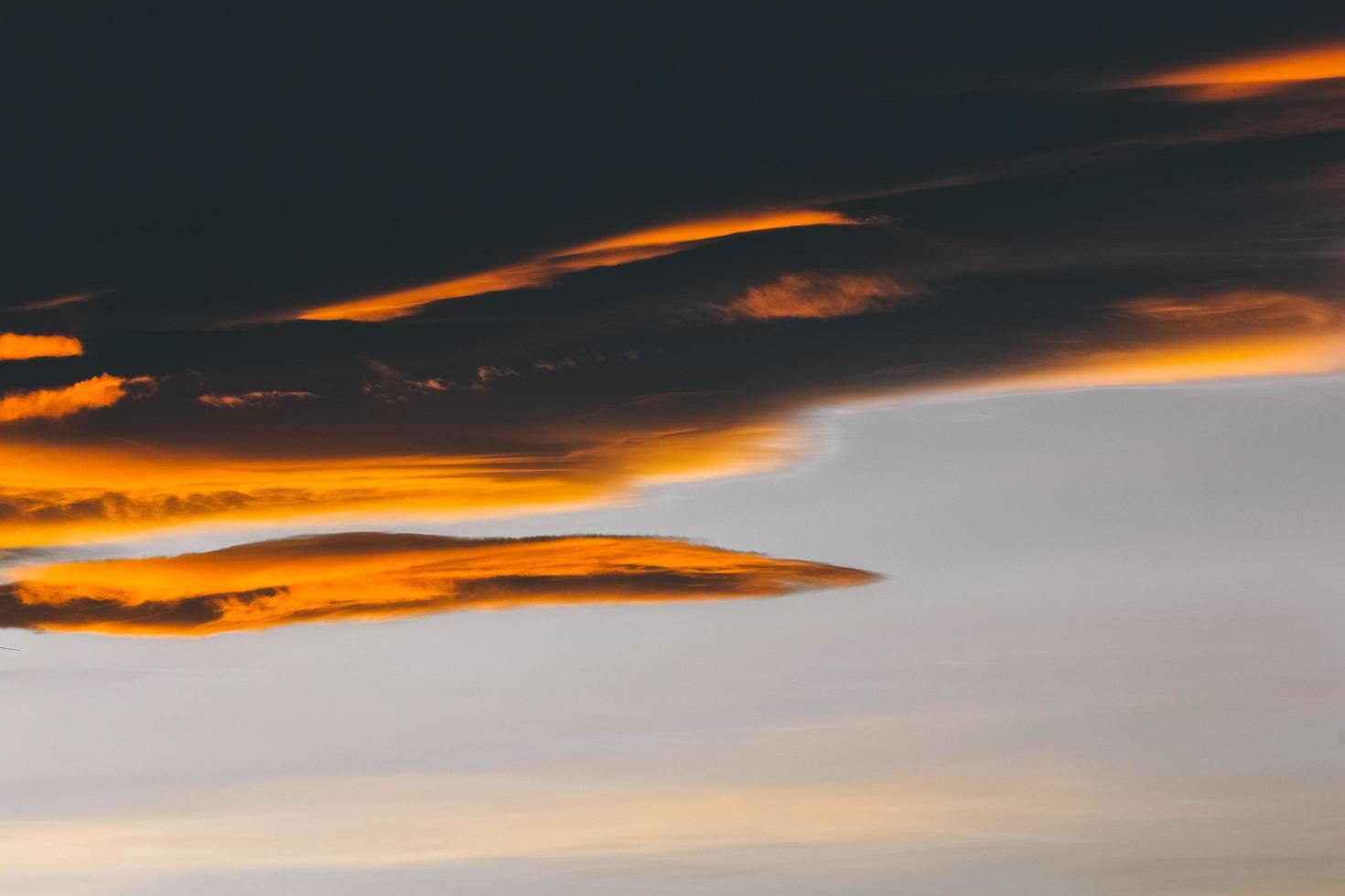 nuvole e cielo azzurro foto