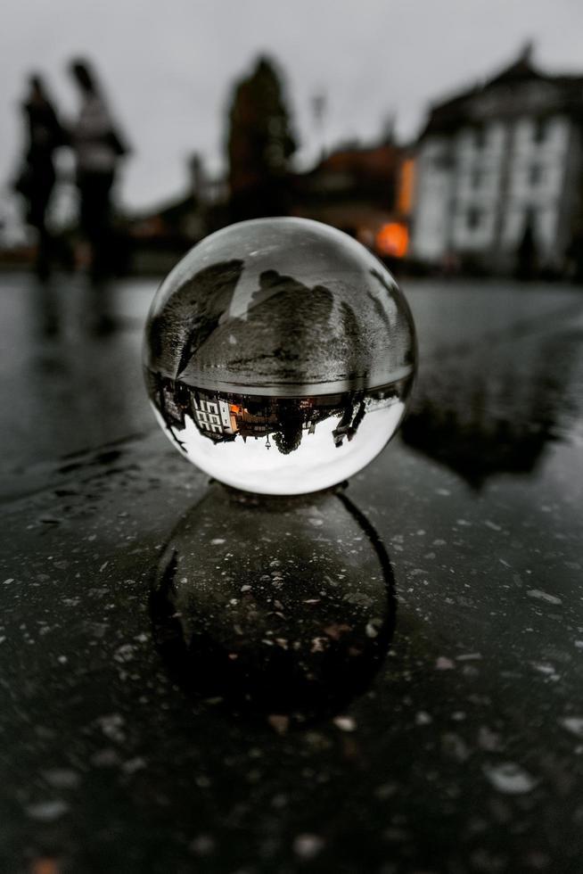vicino foto della sfera della lente