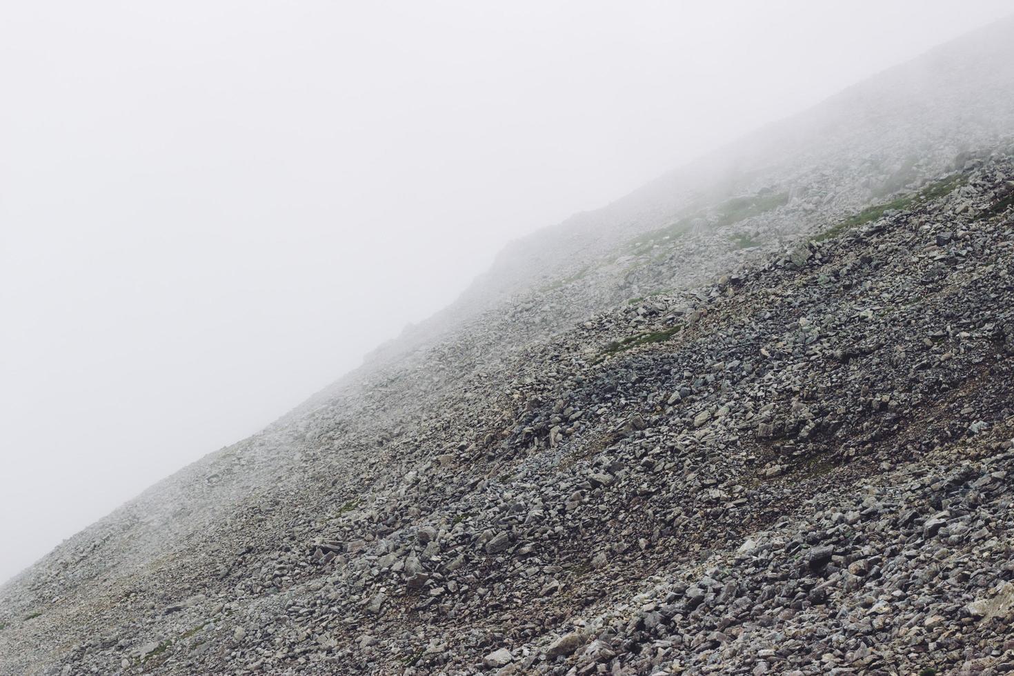 collina di pietra rocciosa foto